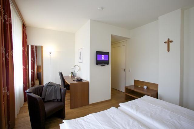 Beispiel: Hotelzimmer, Foto: Klostergasthof Roggenburg.
