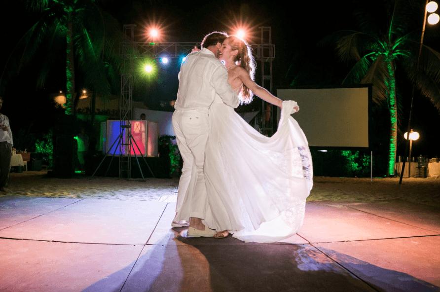 Eva Lépiz Photo