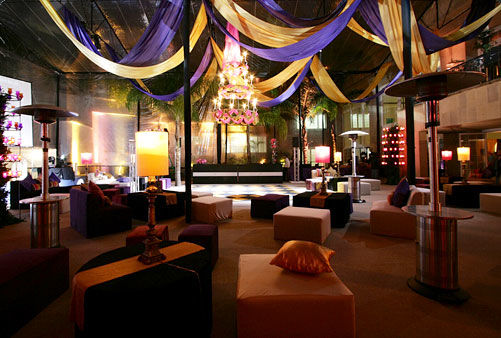 El mobiliario es uno de los elementos más notorios en un evento. En Carpas Casablanca cuentan con mobiliario en una amplia variedad de estilos y tipos, para decorar eventos de cualquier tamaño.