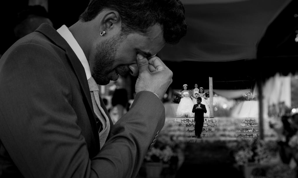 Casamento em Ilhéus-BA Momento do noivo Luiz emocionado ao ver sua amada noiva a caminho do altar. Sandro Andrade Fotografia