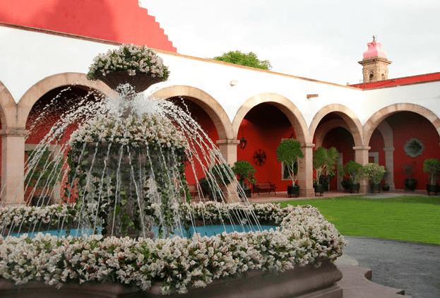 Hacienda para bodas rodeada de áreas verdes, lindos jardines y salones con estilo colonial - Foto Hacienda de Caltengo