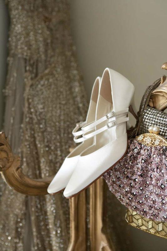 Beispiel: Elegante Brautschuhe, Foto: Brautstudio Sposa Favola.