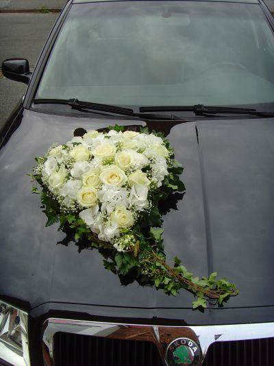 Beispiel: Autoschmuck, Foto: 4 Seasons Floristik.