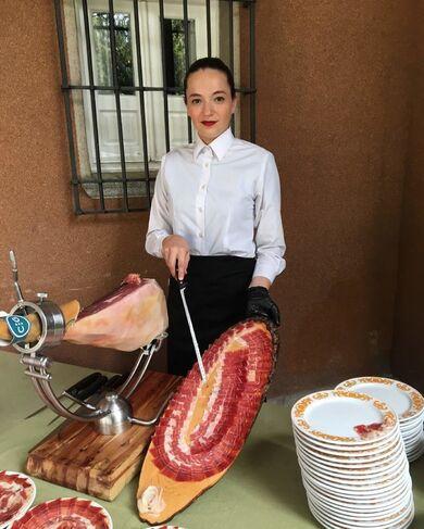 Professionell im Schneiden von Raquel Acosta Schinken