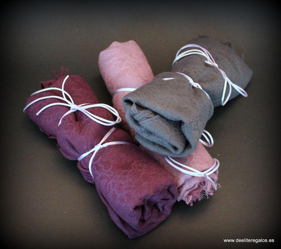 Foulard presentados con cordón, aunque admite otras presentaciones y variedad de colores