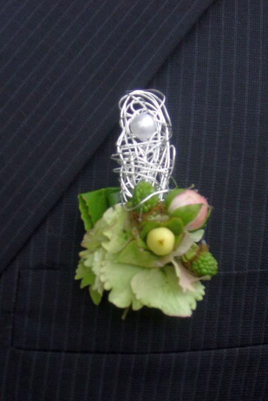 Beispiel: Blumenanstecker, Foto: FLORA NOVA im Hof.