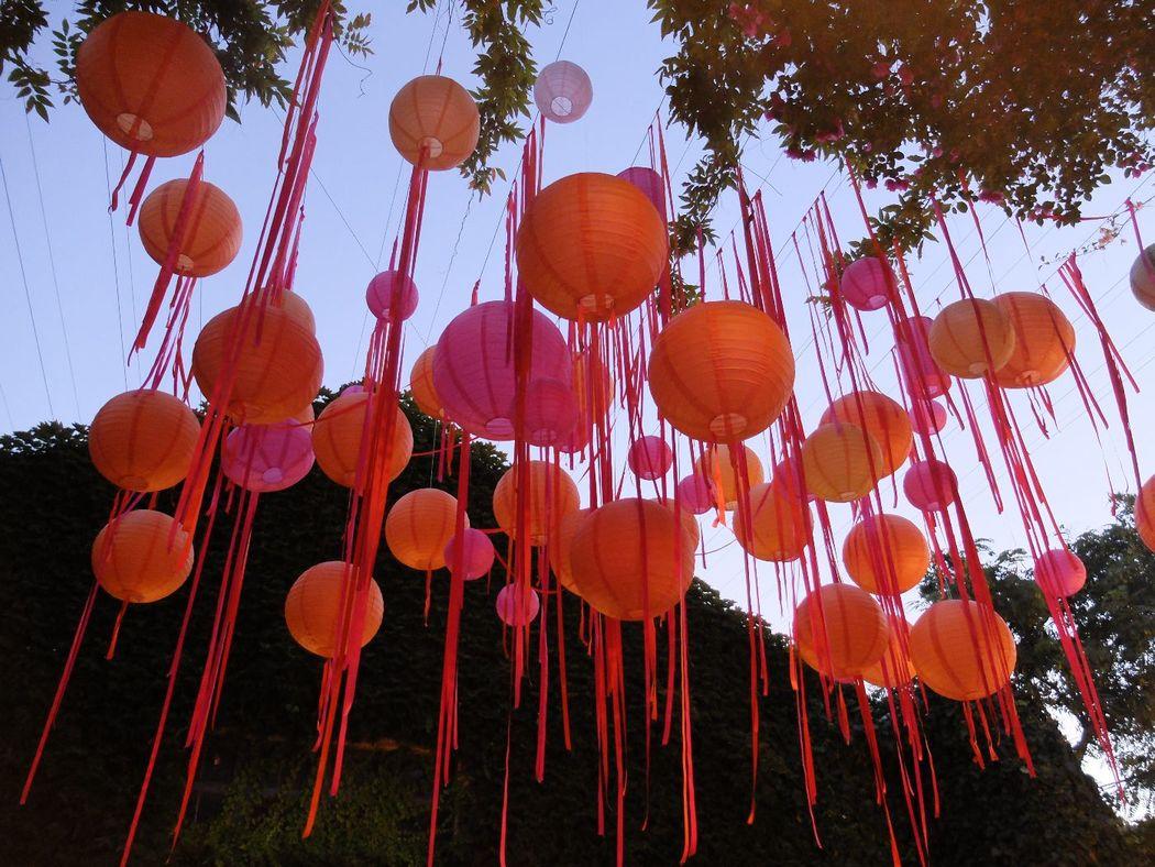 Ambientaciones coloristas para dar la bienvenida.  http://lafloreria.net