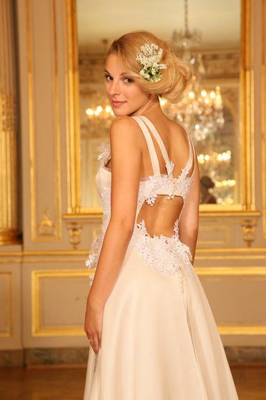 Beaumenay Joannet Paris - Robe de mariée dos nu, avec joli jeu de bretelles
