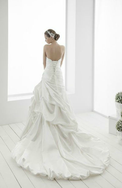 Beispiel: Brautkleidkollektion, Foto: The Wedding Loft.
