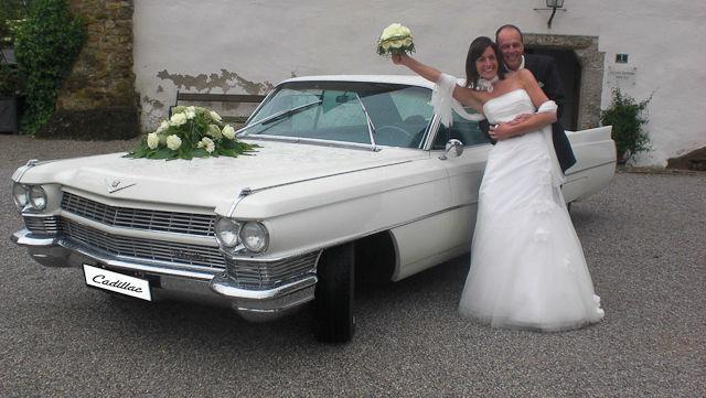 Beispiel: Brautpaar mit Cadillac, Foto: FritzCar Oldtimer-Limousinenservice.
