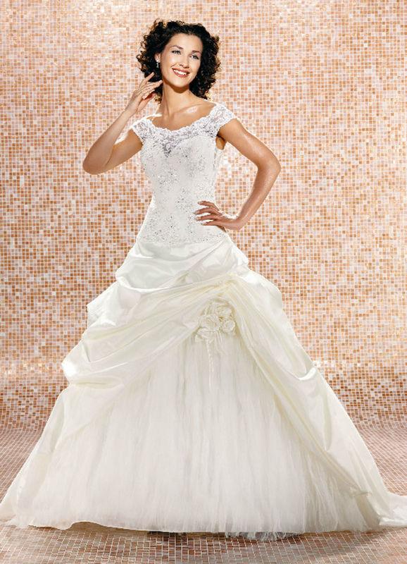 Beispiel: Mode für die Braut von heute, Foto: Babylon Brautmoden Outlet.