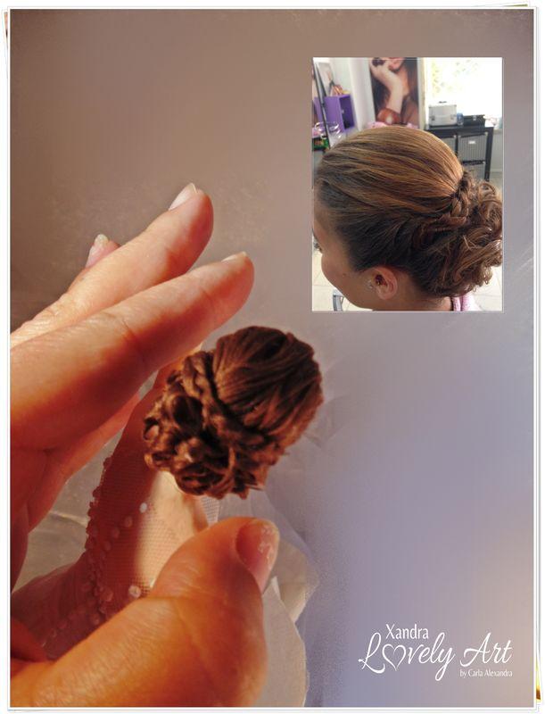 Aplicação de cabelinhos trabalhando o penteado da Noiva enviado em foto.