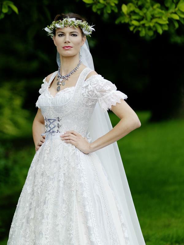 Beispiel: Das Dirndl zur Hochzeit, Foto: Brautsalon Flossmann.