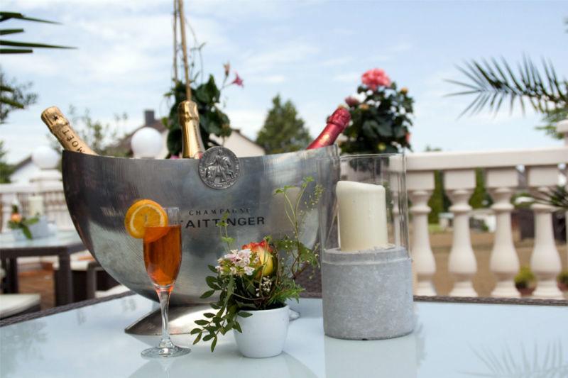 Beispiel: Tischdekoration auf der Terrasse, Foto: Landhaus Wieler.