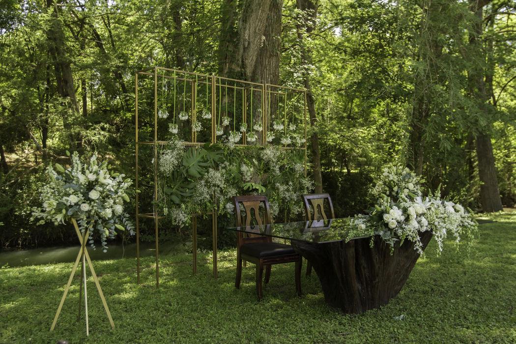 Jardín, mesa de novios