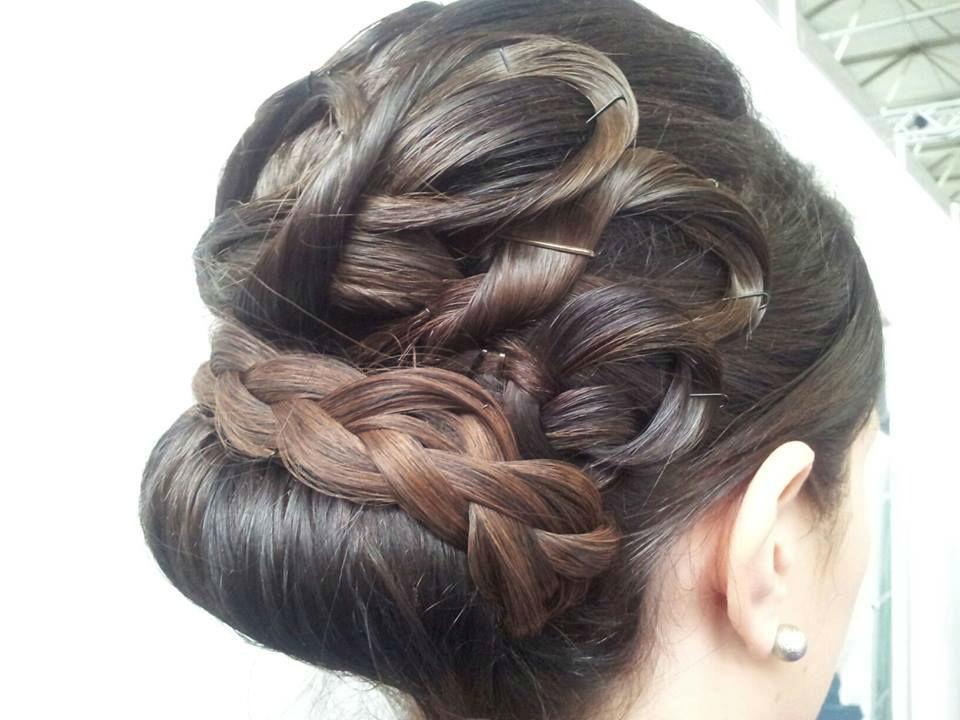 Beispiel: Braut-Haarstyling, Foto: Puntosposa.