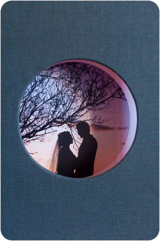 © Todos los derechos reservados, noetobalo. Detalle portada Libro. Encuadernación artesanal en tela.