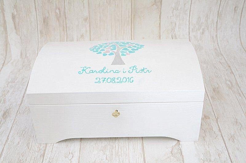Zestaw ślubny z motywem drzewka: kuferek na kartki ślubne