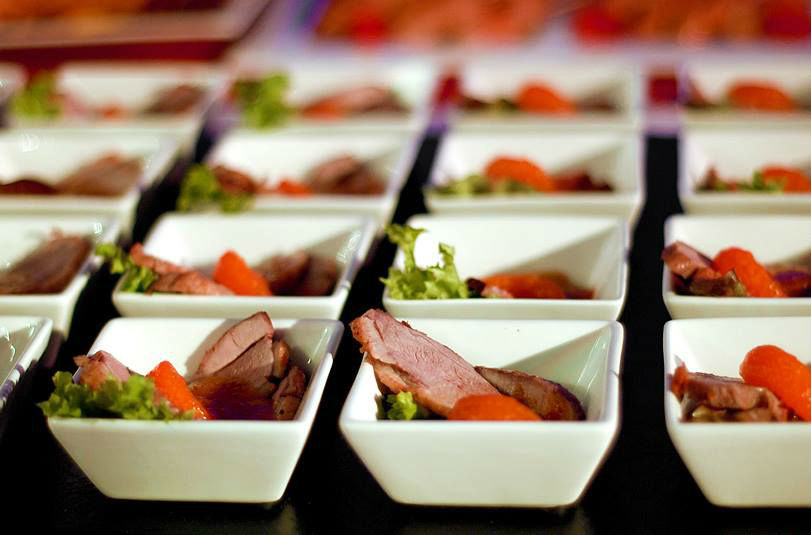 Beispiel: Fingerfood in kleinen Schalen, Foto: Unikorn Catering & Events.