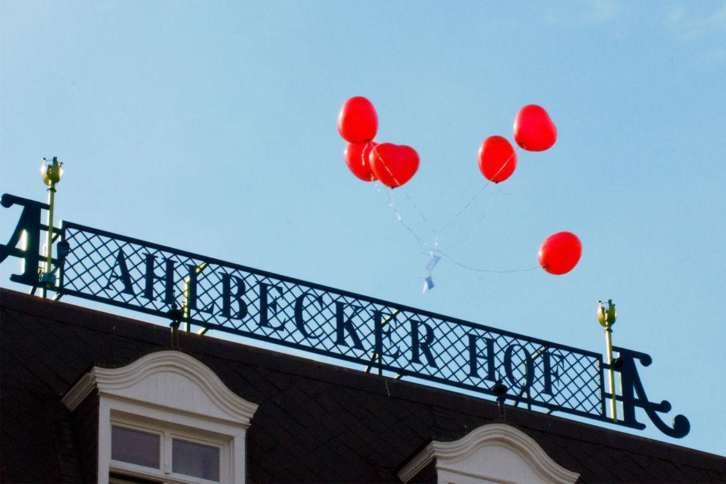 Beispiel: Aufsteigende Herzluftballons, Foto: Seetel Hotels.