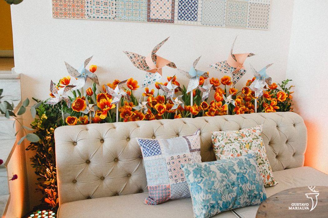 Larissa e Luiz Gustavo - Pattern desenvolvido para o casamento sendo utilizado em almofadas e azulejos decorativos na parede (foto: Gustavo Marialva)