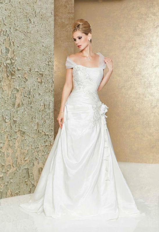 Beispiel: Brautkleider mit Stil, Foto: Weise Brautmode.