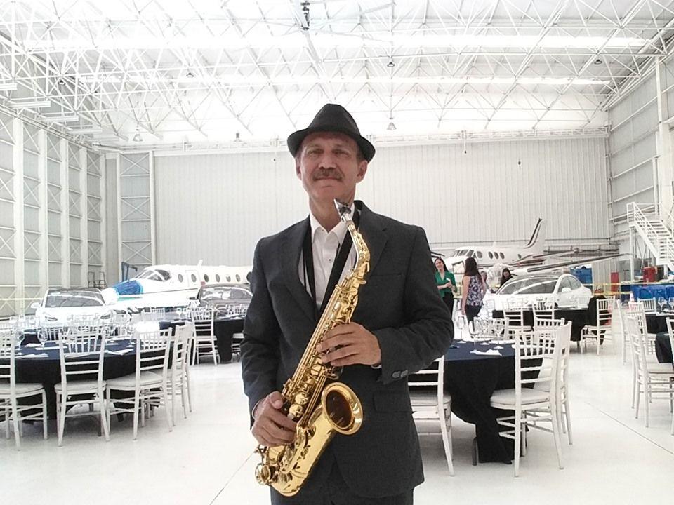 Jose Hector Flores Saxofonista