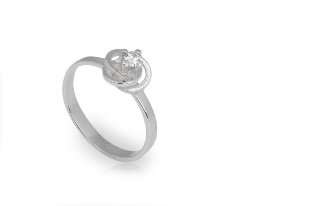 Solitario en oro blanco y diamante de .10ct
