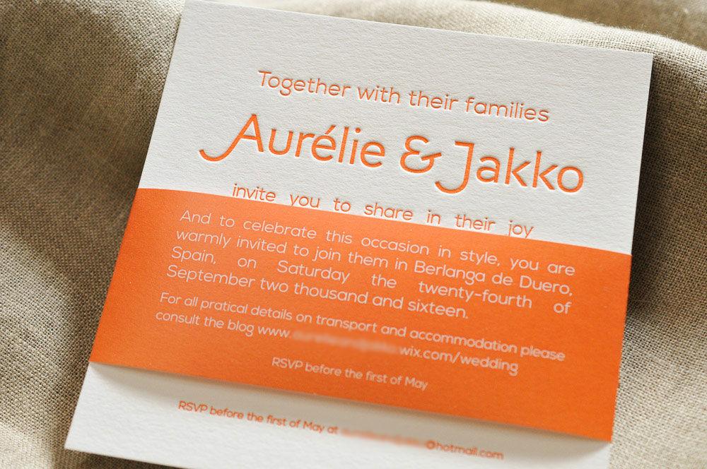 Faire-part de mariage imprimé en Letterpress sur papier 450g. Orange, tout en typographie. Création sur mesure.