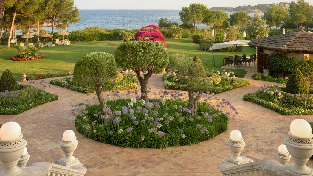 The St. Regis Mardavall Mallorca Resort