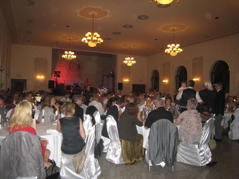 Beispiel: Hochzeitsgesellschaft, Foto: Hotel Schöne Aussicht.