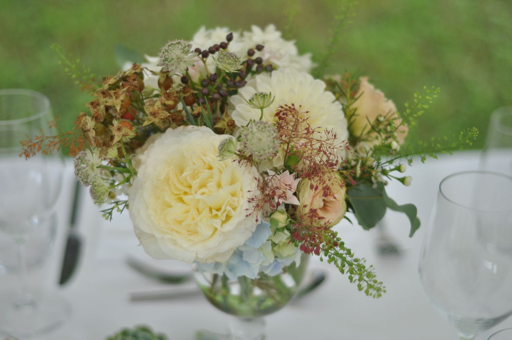 Tischdekoration Englische Rosen (Foto: Fleur Deluxe)