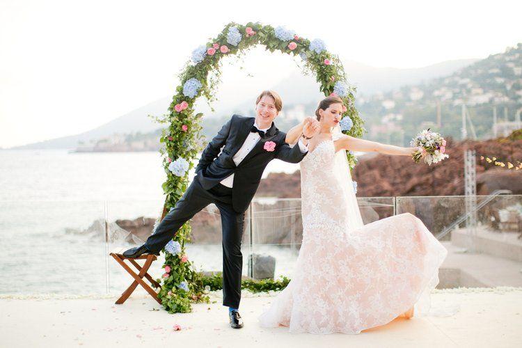© Caught the Light Photography photos mariés bord de mer Hotel Tiara Miramar Hotel Théoule sur Mer organisation mariage Rock My Love