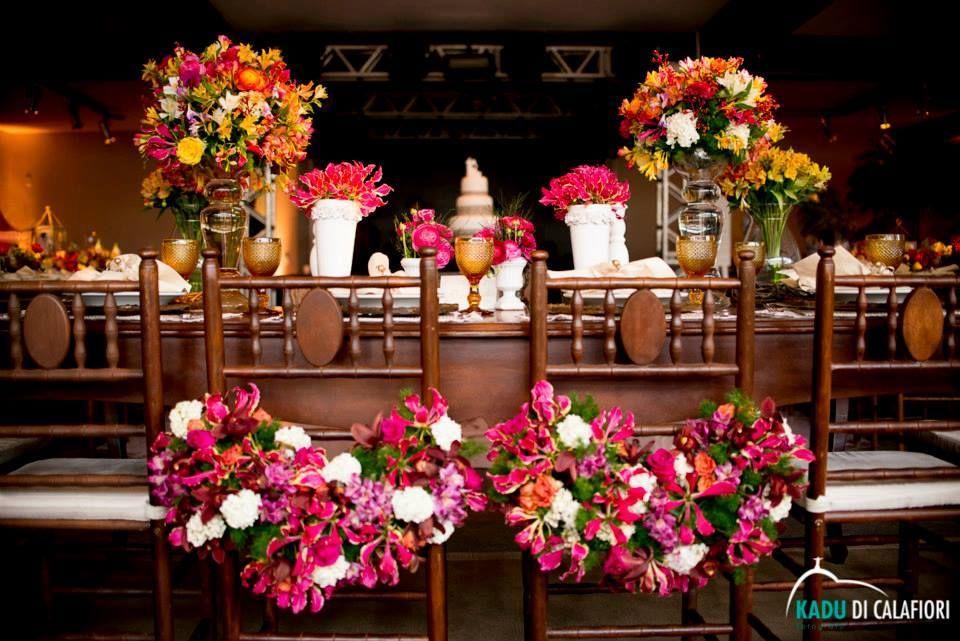 Detalhe especial para marcar o lugar dos noivos à mesa. Foto: Kadu di Calafiori