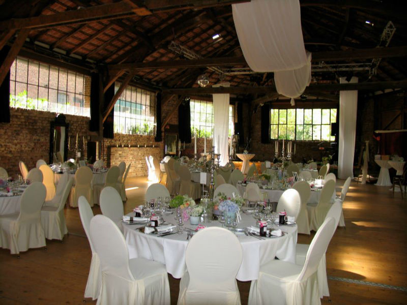 Beispiel: Hochzeitsgedeck, Foto: Wasserburg Geretzhoven.