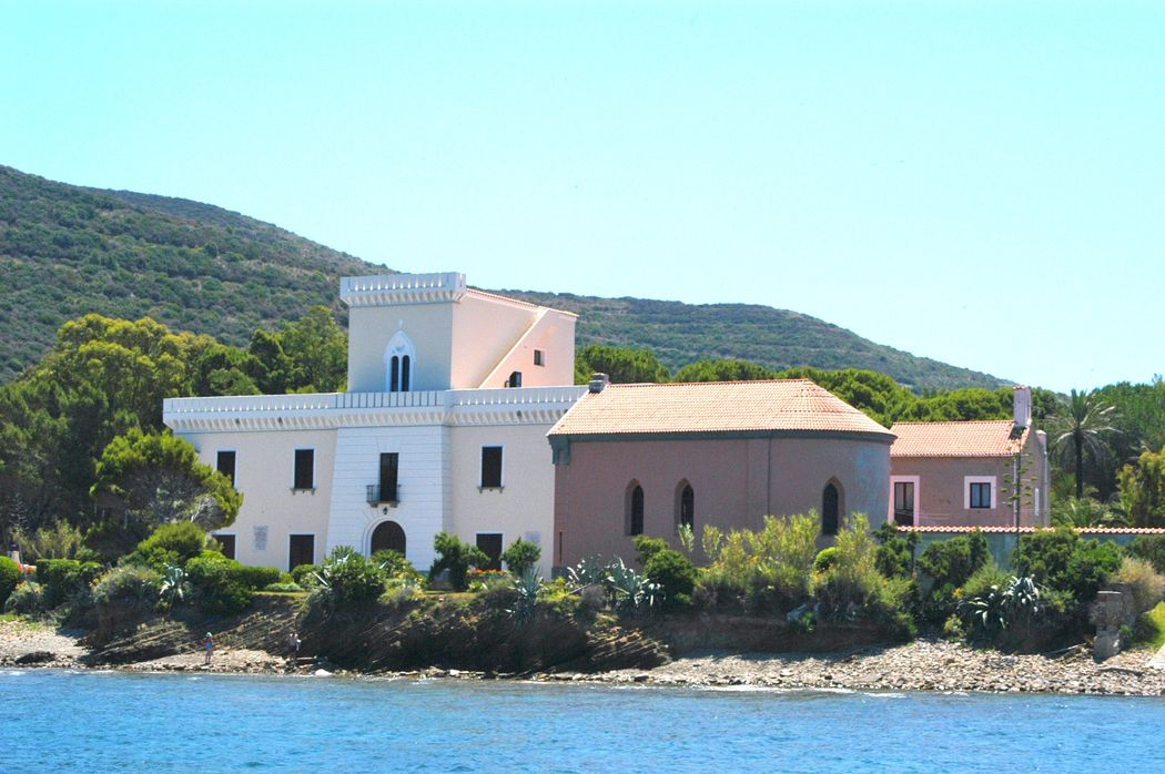 Castle of Punta Licosa with Private Chapel