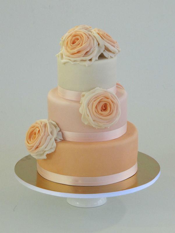 Beispiel: Hochzeitstorte Kollektion Rosalie, Foto: Madame Miammiam.