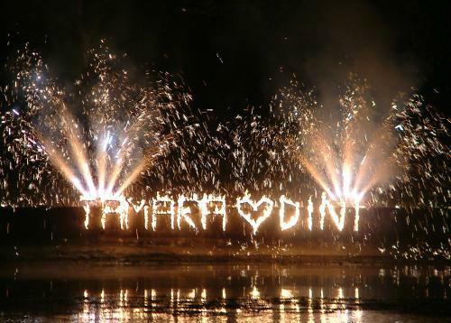 Beispiel: Feuerwerk mit Namensschriftzug, Foto: Schloss Schadau Thun.