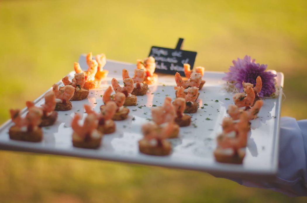 Tapas de camarão fresco com batatas bravas - Coquetel Volante