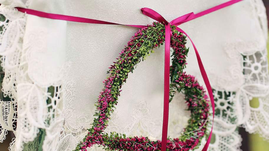 Beispiel: Blumendekoration in Herzform, Foto: Blumen Isabella.