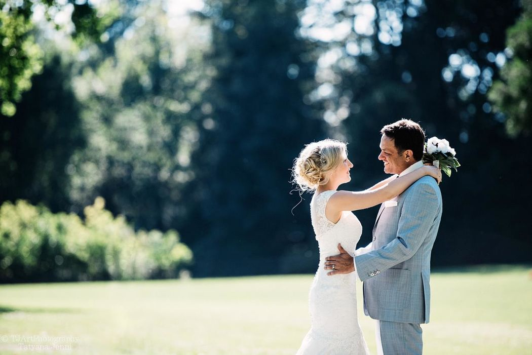 Civil Wedding in Villette, Cham (von Planta-Saal) on a hot day in July