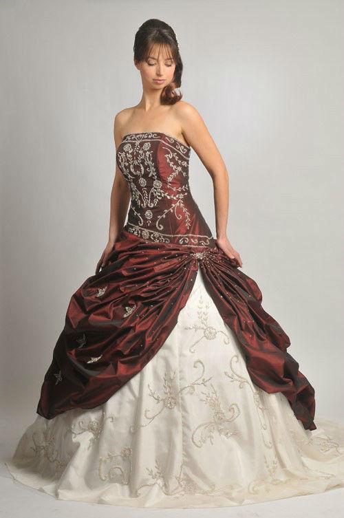 Beispiel: Farbige Brautkleider, Foto: Saray Brautmoden.