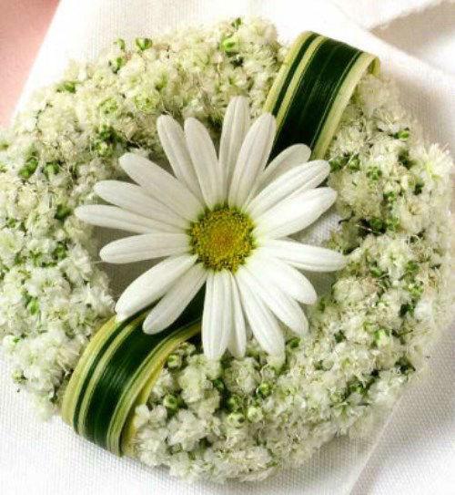 Beispiel: Anstecker für den Bräutigam, Foto: Florales Ambiente.