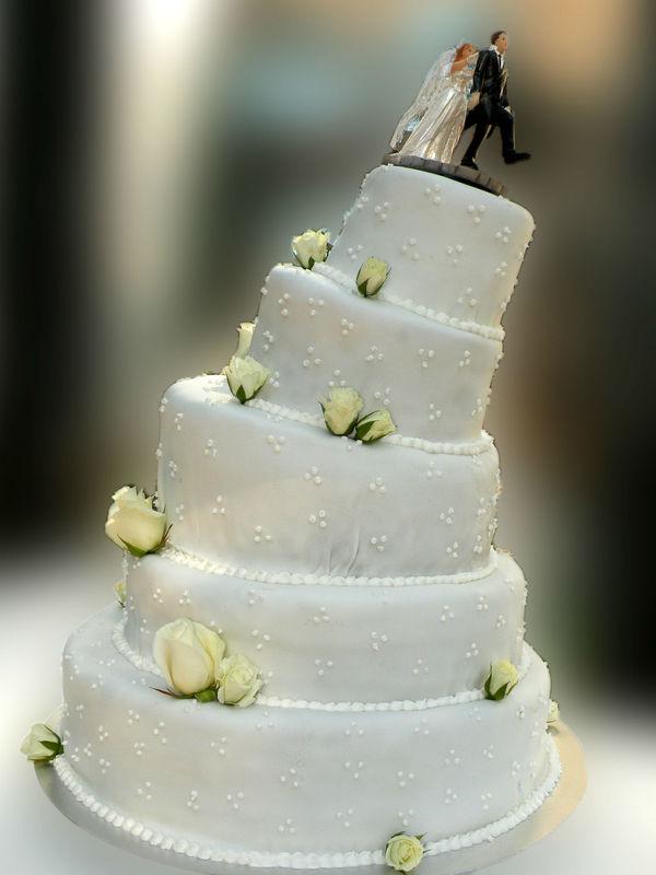 Beispiel: Schiefe Hochzeitstorte, Foto: Hochl & Co.
