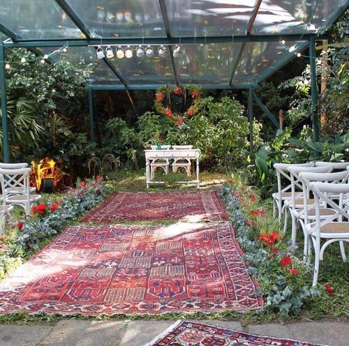 Cerimônia no jardim bucólico na casa dos noivos