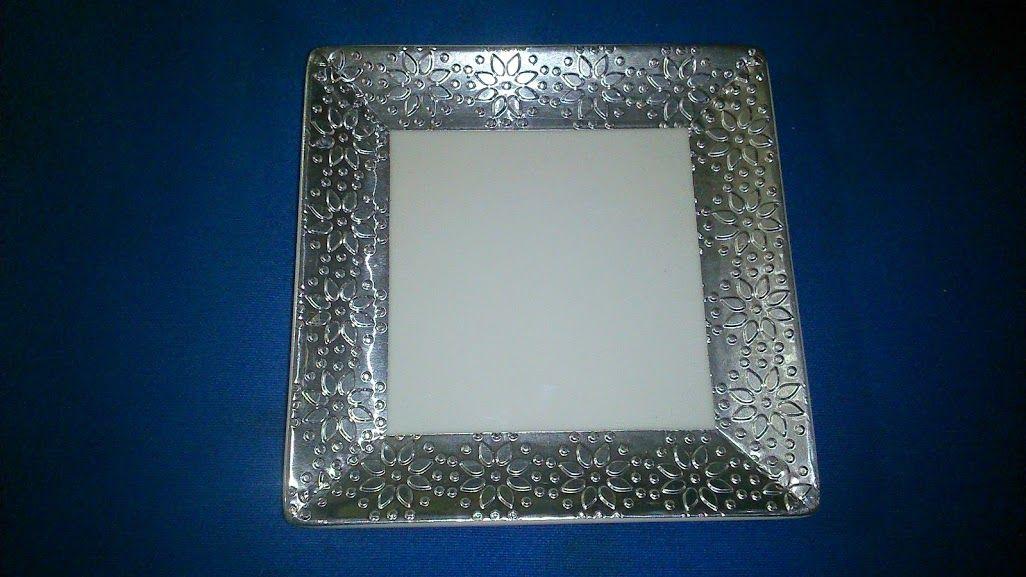 Plato loza blanca 10x10 cms., con aplicación aluminio