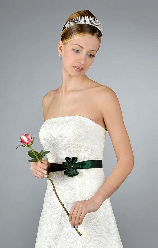 Beispiel: Schlichte Eleganz, Foto: Saray Brautmoden.
