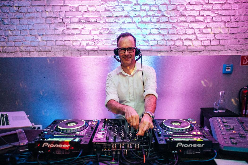 Mixer und Multiformat-Player von Pioneer sind der Weltstandard beim DJ-Equipment.