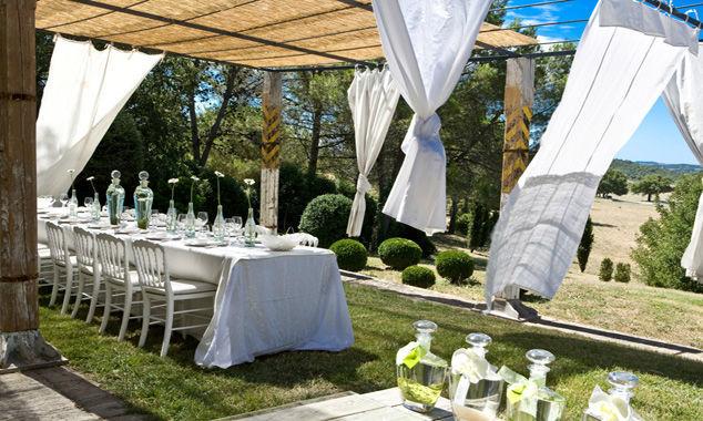 Dîner de mariage sur la terrasse