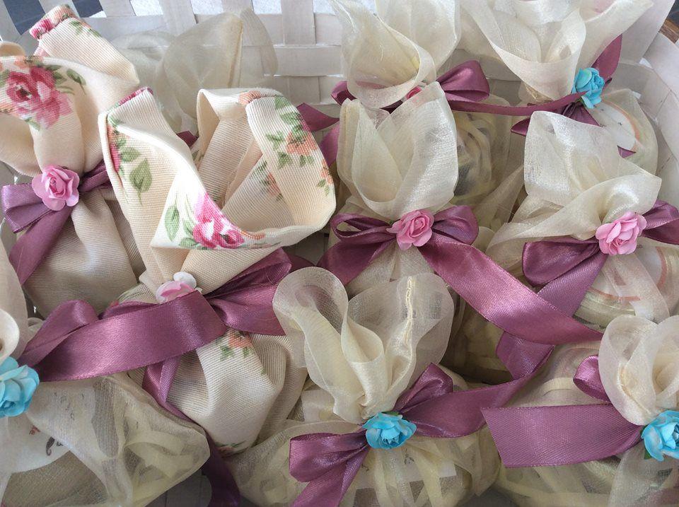 Uma oferta cheia de charme, compotas de fruta em saquinhos de seda.